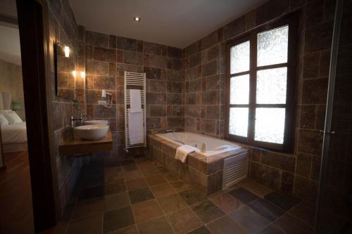 Double Room with Spa Bath Posada Isabel de Castilla 6