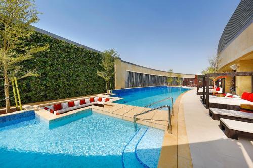 . AlRayyan Hotel Doha, Curio Collection by Hilton