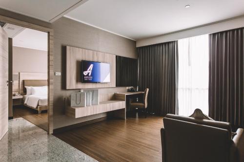 Adelphi Suites Bangkok photo 71