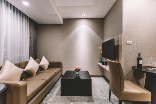 Adelphi Suites Bangkok photo 79