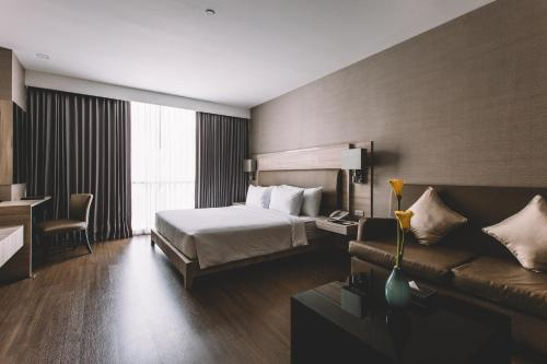 Adelphi Suites Bangkok photo 81