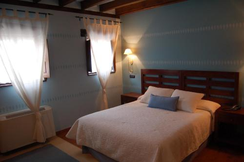 Doppelzimmer mit Hydromassage-Badewanne La Casona de Revolgo 19