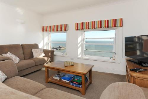 . Luxury Two Bedroom Apartment with Fantastic Panoramic Sea Views