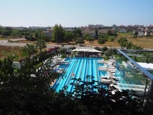 Side Luxury Pool View Apartment odalar