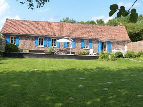 . Lovely Holiday Home in Mouriez with Jacuzzi