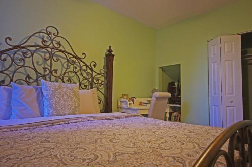 Birdhouse Bed And Breakfast - Washington, DC 20001