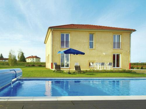 . Spacious Holiday Home with Private Pool in Lotharingen