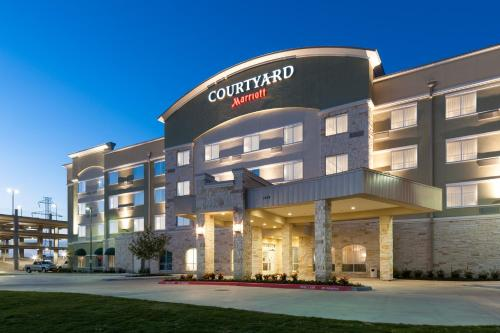 Courtyard by Marriott Dallas Plano-Richardson