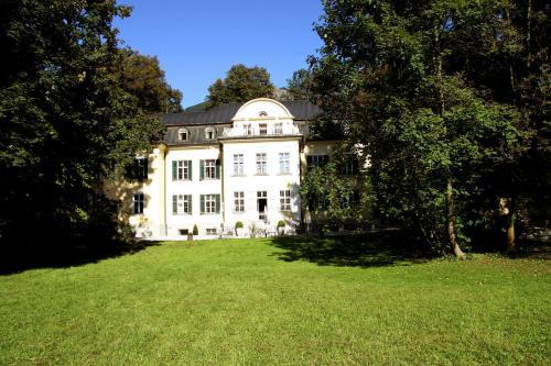 Traunstrasse 34, 5026 Salzburg, Austria.