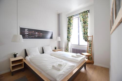 Creative Apartment - Luxury suite - Amazing view to Erzsebet square, 1065 Budapest