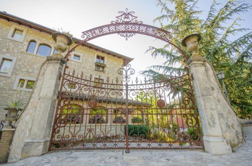 . Le Gole Ristorante & Resort