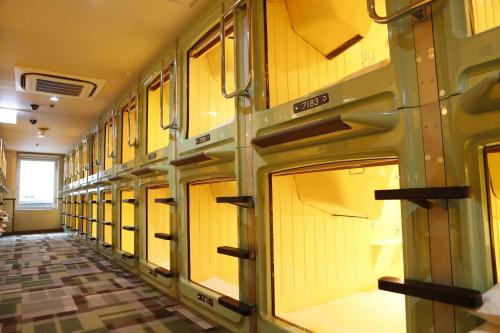 신주쿠 구야쿠쇼-마에 캡슐 호텔
