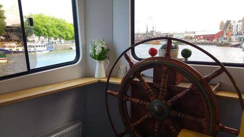 Hotel Kyle Blue - Bristol Harbour Luxury Hostel Boat