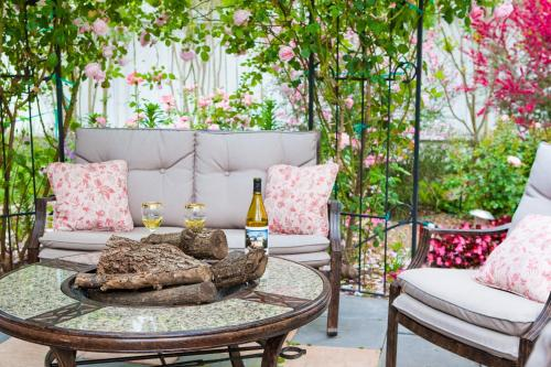 Kelley & Young Wine Garden Inn - Cloverdale, CA 95425