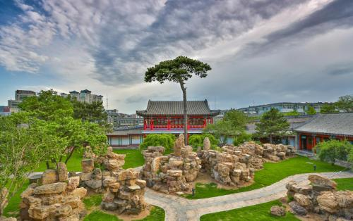 . Chengde Imperial Mountain Resort