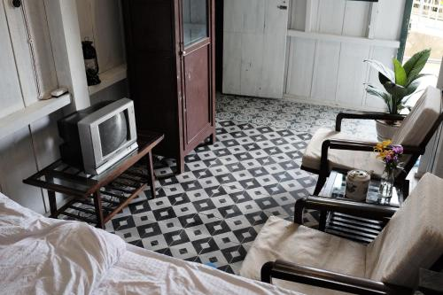 Nha Gio - The Dalat Old Home