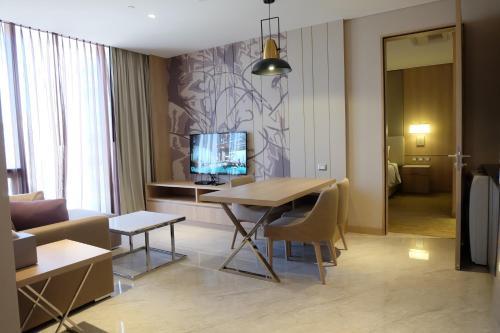 Compass SkyView Hotel photo 53