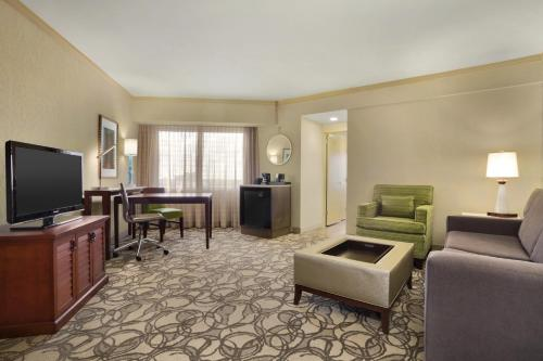 Embassy Suites Hotel San Antonio-International Airport