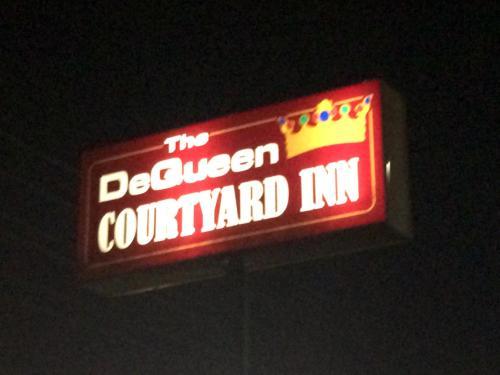 Dequeen Courtyard Inn - De Queen, AR 71832