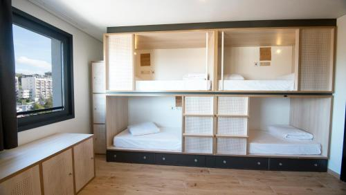 1 Llit en Dormitori Compartit Femení de 8 Llits amb Bany Privat (Bed in 8-Bed Female Dormitory Room with Private Bathroom)
