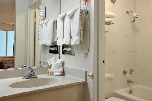 Ramada by Wyndham Fort Lauderdale Airport/Cruise Port - image 14