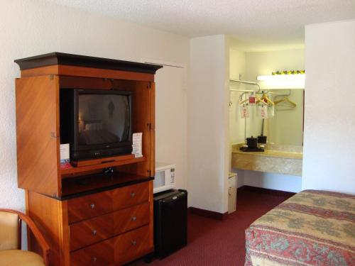 Ramada by Wyndham Fort Lauderdale Airport/Cruise Port - image 10