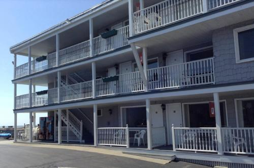 Sea View Inn - Old Orchard Beach, ME 04064