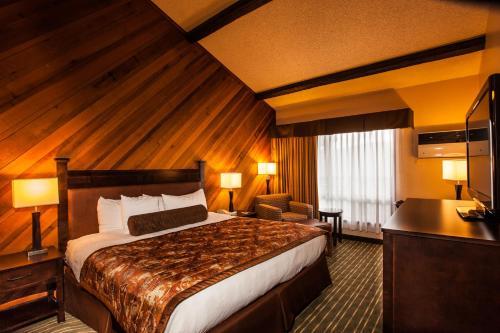 Queen Room with Mountain View - Non-Smoking