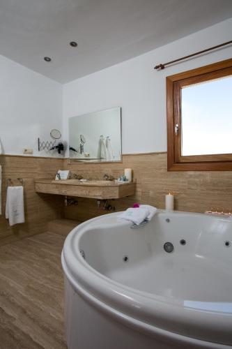 Suite con vistas al mar y bañera de hidromasaje Boutique Hotel El Tio Kiko 7