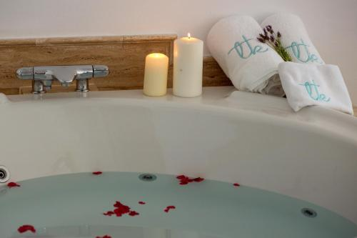 Suite con vistas al mar y bañera de hidromasaje Boutique Hotel El Tio Kiko 8