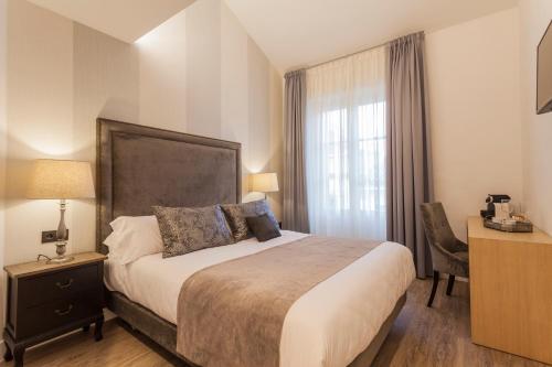 Double Room - single occupancy Hotel Palacete de Alamos 18