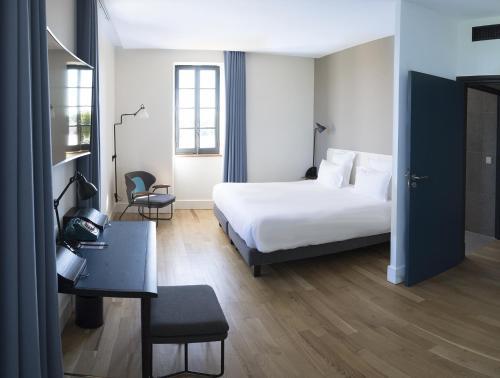 23 rue Roger Radisson, 69005 Lyon, France.