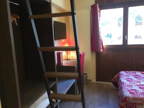 Room #1687932