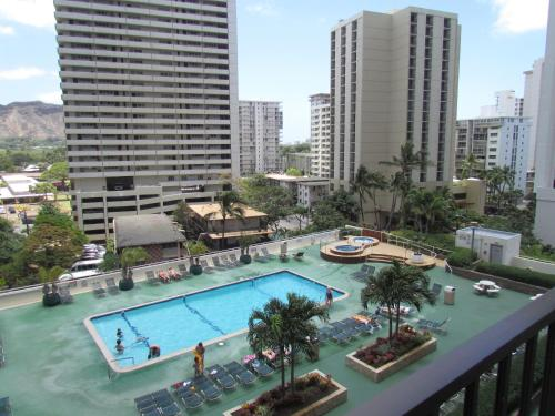 Hotel 2-Min. Walk to Waikiki Beach