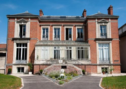 3 Quai la Fontaine, 10000 Troyes, France.