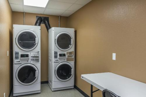 Suburban Extended Stay Hotel - Moose Jaw, SK S9A 2Y6