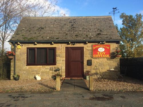 Ringinglow Toy Cottage - Photo 7 of 33