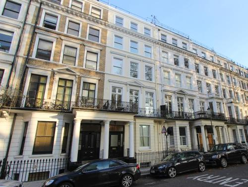 HotelCourtfield Gardens Apartments