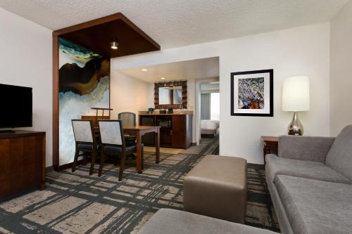 Embassy Suites by Hilton Orlando International Drive Convention Center photo 3