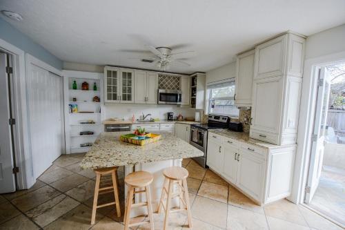 Home By Beach 1 - Naples, FL 34108