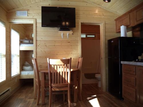 Palm Springs Camping Resort Cabin 6 - Palm Desert, CA 92211