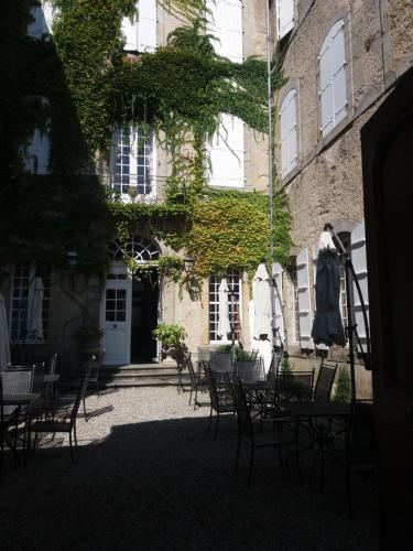 8, rue de Maréchal Clauzel, Mirepoix 09500, France.