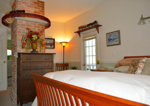 Pryor House B&b - Bath, ME 04530