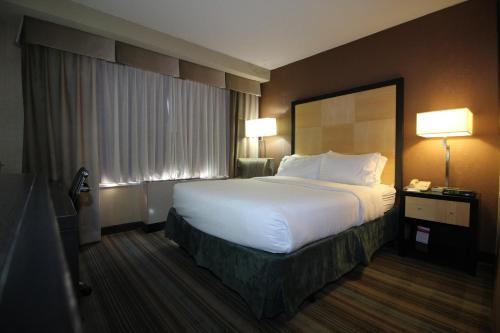 The Watson Hotel Небольшой номер с 1 двуспальной кроватью