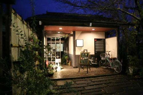 Yasuragi Guest House & Bar