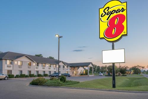 Super 8 By Wyndham Morris - Morris, MN 56267