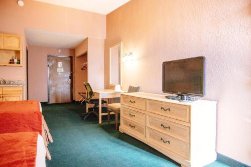 Travelodge By Wyndham Kissimmee East - Kissimmee, FL 34744