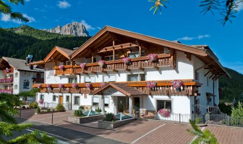 Residence Villa Gran Baita - Accommodation - Selva di Val Gardena