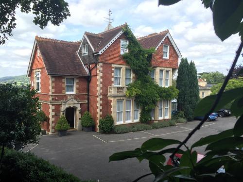 Warminster Road, Bath, BA2 6SH, England.