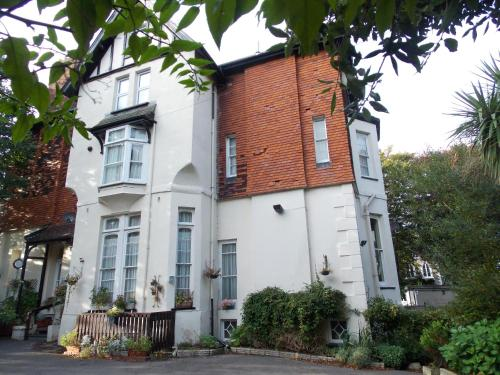 Darnley Hotel (Bed and Breakfast)